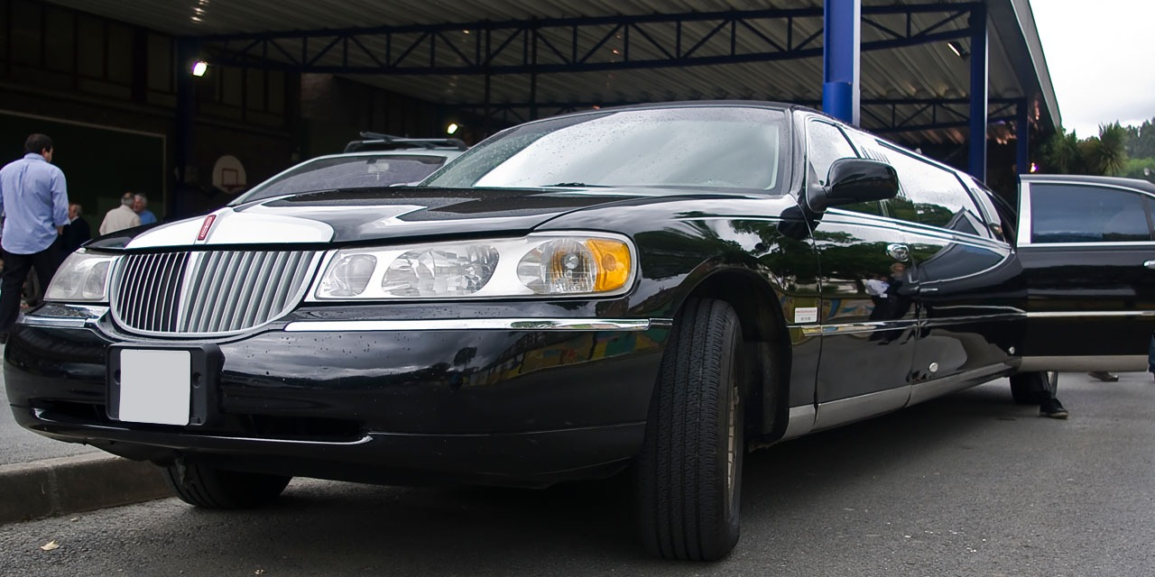 Black Car Service or Limousine Service: Learn the Benefits of Both