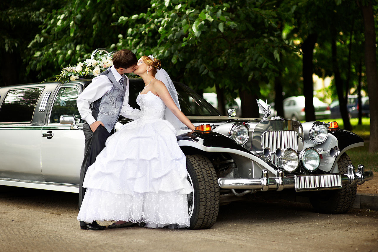 How to Choose the Best Vehicle for Wedding Transportation